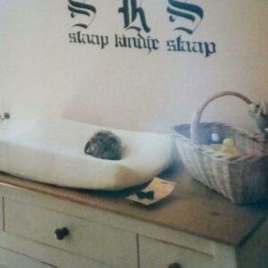 Muurschildering letters en zin op de muur, slaap kindje slaap voor in de kinderkamer