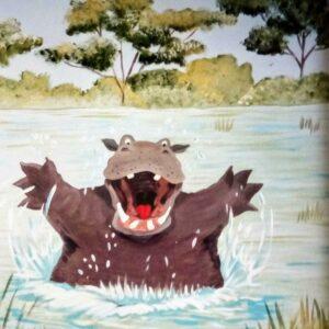 Muurschilderingen van een blij nijlpaard in het water