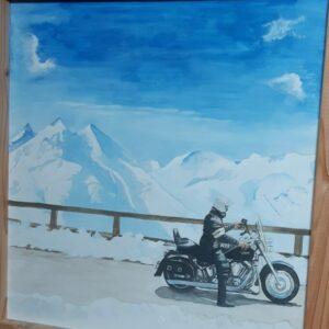 muurschildering van bergtoppen uitzicht met harley motor