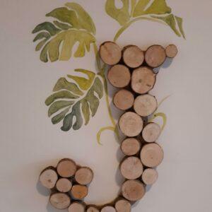Voorletter met houten schijfjes, muurdecoratie voor in de kinderkamer